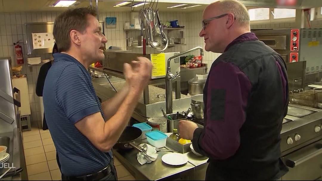 «Hinter der Kamera gab er mir gute Tipps», doch vor der Kamera habe er ihn nur noch «fertiggemacht». Im Beitrag des Regionalsenders Tele M1 wehrt sich ein Beizer gegen Restauranttester Bumann.