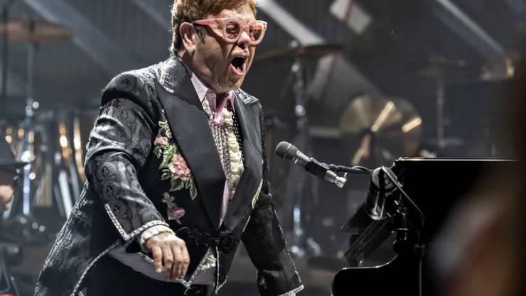 """Der britische Popstar Elton John distanziert sich von der britischen Politik: """"Ich bin kein dummer, kolonialer, imperialistischer, englischer Idiot"""". (Archivbild)"""