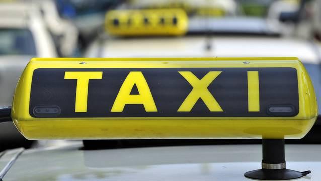 Die Klägerin beschuldigte den Taxifahrer der verbalen und physischen sexuellen Belästigung.