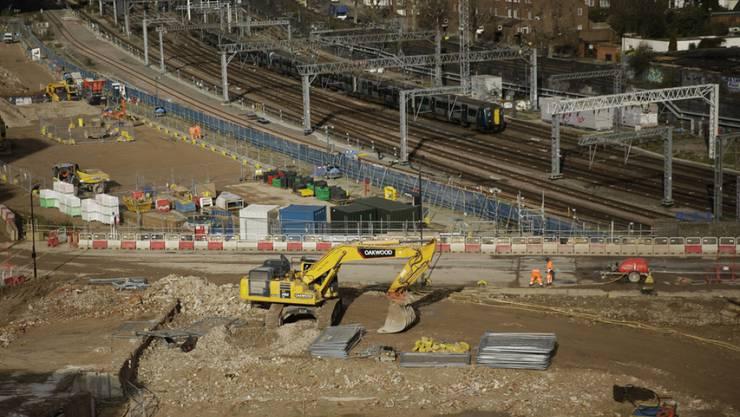 Die Baustelle für die neue Hochgeschwindigkeitsverbindung im Bahnhof in Euston in London. (Archivbild)