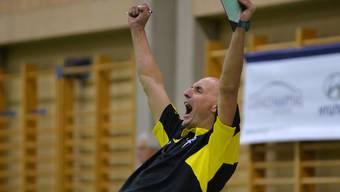 Schönenwerds Trainer Zharko Ristoski jubelt - sein Team hat den Leader besiegt.