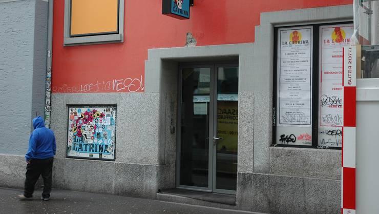 Bar «La Catrina»: Im Fenster hängt noch das (vorerst) letzte Konzertprogramm.mts