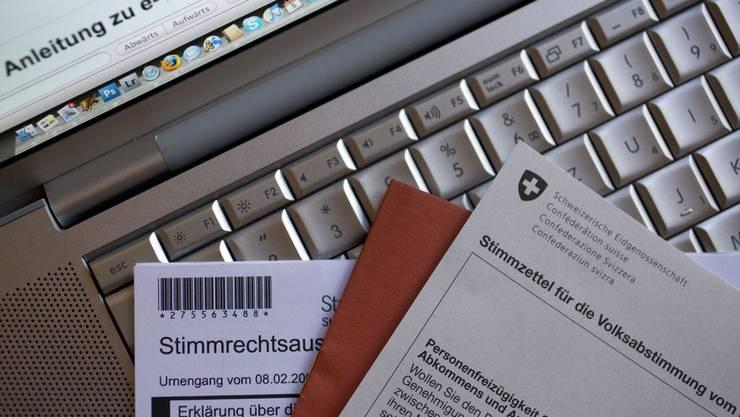 Stimmzettel für E-Voting: Der Grosse Rat spricht kein Geld für ein solches Projekt.