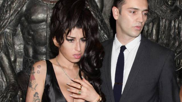 Amy Winehouse mit neuem Freund Reg Traviss (Archiv)