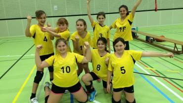 Freude bei den jüngsten Spielerinnen des Volley S9.