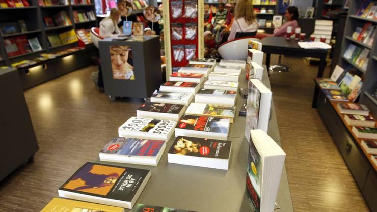 Trotz elektronischen Alternativen setzen sich die Bücher durch: In der Schweiz sind 2014 erstmals über 12'500 Titel erschienen