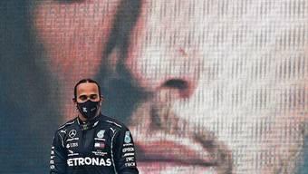 Lewis Hamilton ist Rekordweltmeister und kann es irgendwie selbst kaum glauben.