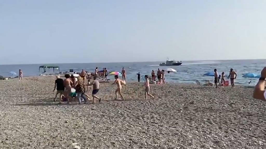 Strandbesucher machen flüchtende Drogenhändler dingfest
