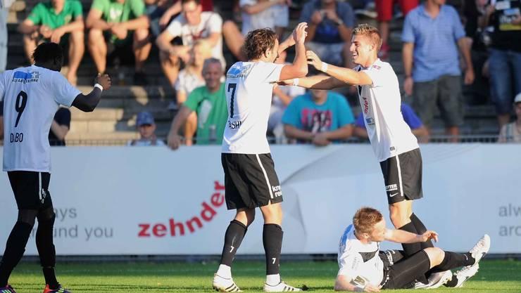 Remo Staubli (rechts) vom FC Aarau jubelt