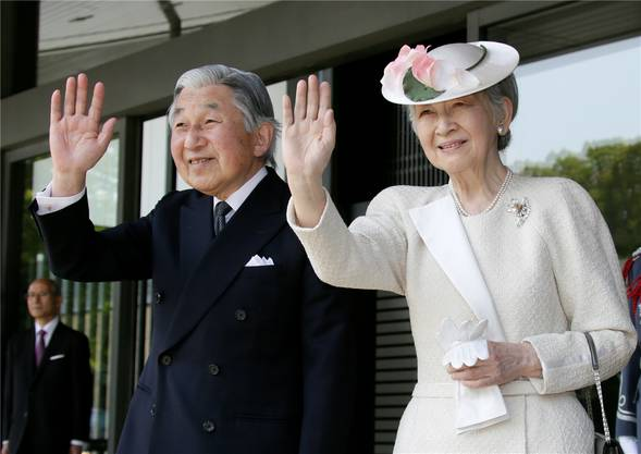 Japans Kaiser Akihito und Kaiserin Michiko. Der 85-jährige Kaiser dankt am 30. April ab...EPA/KIMIMASA MAYAMA/POOL