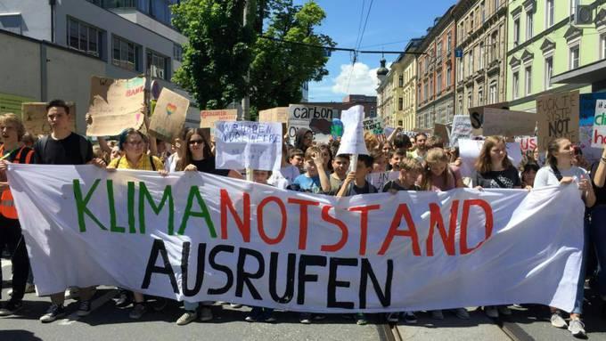 Weltweit wird, wie hier vor einem Monat in Innsbruck, die Ausrufung des Klimanotstands gefordert. Nun hat auch der Kanton Luzern diesen ausgerufen.