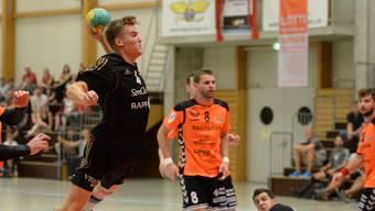 Handball NLB: TV Birsfelden – TV Möhlin am 14. Sept. 2016 in der Sporthalle Sternenfeld, Birsfelden Birsfeldens Nr. 4 Mads Boie Thomsen beim Torschuss Foto: Uwe Zinke 17. 9. 2016