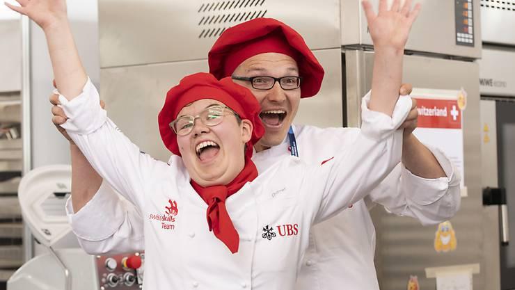 Die Weltmeisterin bei den Bäcker-Konditoren: Sonja Durrer aus Kerns OW freut sich nach dem Abschluss ihrer Arbeit.