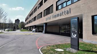 Ein 19.jähriger Schüler konnte im Spital Limmattal gegen 18 Uhr keinen Corona-Test mehr machen. (Archivbild)