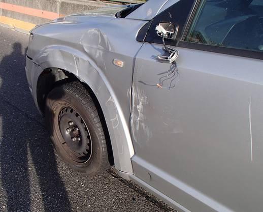 Der umgekippte Lieferwagen beschädigte ein weiteres Auto. Verletzt wurde beim Unfall auf der A1 bei Birmenstorf aber niemand.