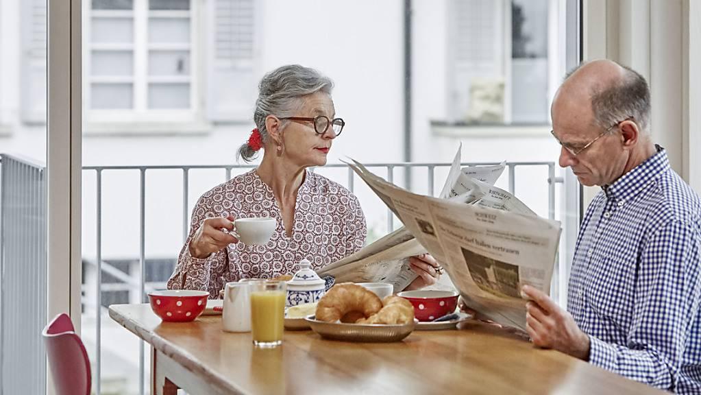 Rentner müssen in Zukunft mit einem geringeren Anteil ihres zuletzt verdienten Lohnes auskommen. Wie eine Studie der Credit Suisse zeigt, sind die Einbussen bei Gutverdienden besonders hoch.(Symbolbild)