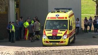 An der Bezirksschule in Muri kam es zu einer Magnesium-Verpuffung. Der Lehrer verletzte sich, mehrere Schüler mussten zur Kontrolle ins Spital.