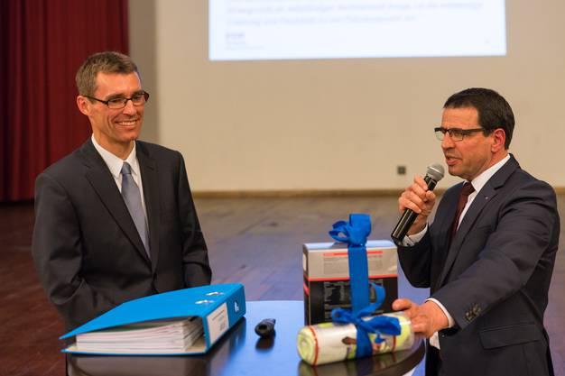 Der designierte FDP Aargau Parteipräsident Lukas Pfisterer zusammen mit seinem Vorgänger Matthias Jauslin.