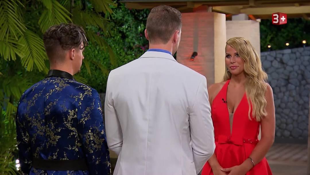 Vierte Nacht der Rosen: Robert muss zusammen mit Manuel ganz am Schluss vor die Bachelorette treten.