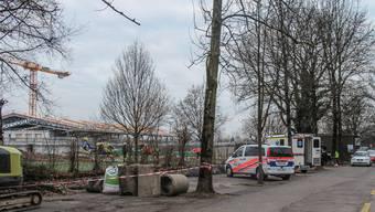 Der portugiesische Arbeiter wurde mit einem Rettungshelikopter ins Unispital Zürich geflogen.