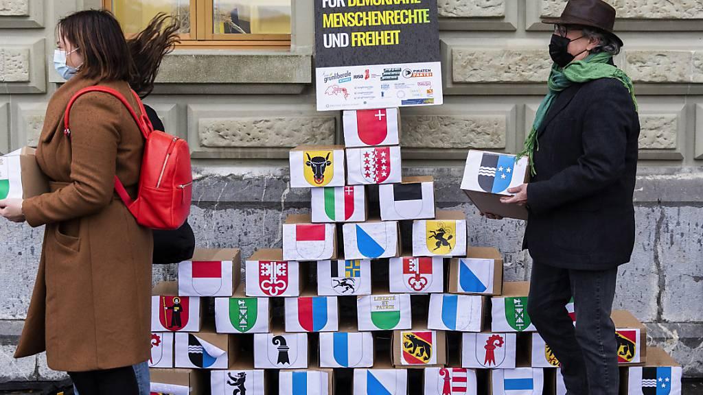 Rund 142'800 Unterschriften gegen Anti-Terror-Gesetz eingereicht