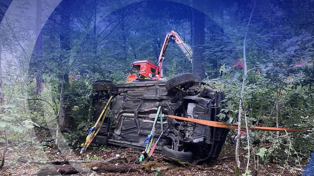 Tödlicher Unfall: In Villigen prallt ein Junglenker in einen Baum, ein Mitfahrer stirbt