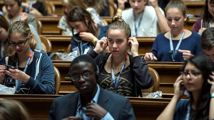 Wie bei der Jugendsession in Bern (im Bild) sollen auch im Kanton Zürich Jugendliche in einem eigenen Parlament debattieren können. Sie können ihre Beschlüsse in Form einer Petition beim Kantonsrat einreichen.