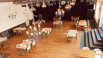Im grossen Saal des «Chillout» in Boswil kann der Abstand mit den Vierertischen gut eingehalten werden.