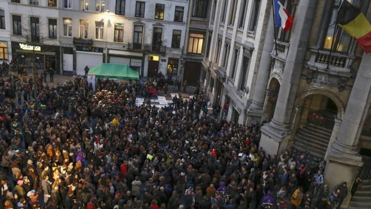"""Tausende Bewohner des Brüsseler Quartiers Molenbeek gingen am Mittwoch auf die Strasse. Die Botschaft der Quartierbewohner lautete, Molenbeek sei nicht einfach ein """"Terroristennest""""."""