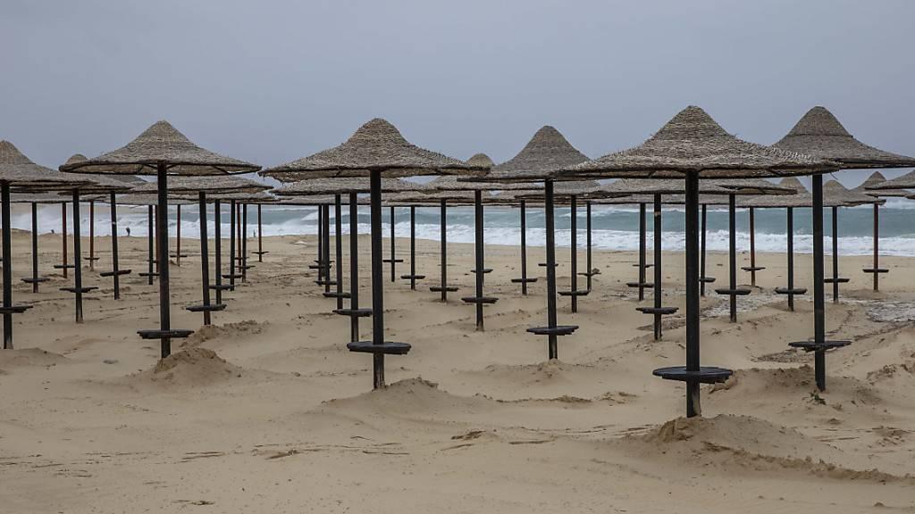 Leere am Strand: Wegen der Tourismus-Flaute in Ägypten springt der IWF dem Land erneut mit Milliardengeldern bei. (Archivbild von der Ortschaft Marsa Matruh)
