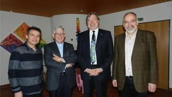 Buchgestalter Willy Müller, alt Stadtammann Robert Bamert (Bremgarten), Gemeindeammann Roger Heiz (Hermetschwil-Staffeln) und Fridolin Kurmann, Präsident der Schodoler-Gesellschaft Bremgarten (v.l.). BA