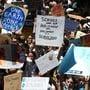 Tausende australische Kinder und Jugendliche schwänzen die Schule, um gegen die Klimapolitik der Regierung zu demonstrieren.