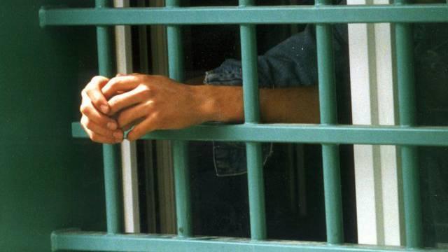 Für einen 19-jährigen Schweizer und seinen gleichaltrigen Komplizen aus Sri Lanka wurde U-Haft angeordnet. (Symbolbild).