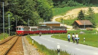 Die Wohlen-Meisterschwanden-Bahn ausgangs Villmergen, auf einer Postkarte von 1968. Auf dem Trassee von damals verläuft heute der Radweg von Villmergen nach Sarmenstorf. Archiv/az