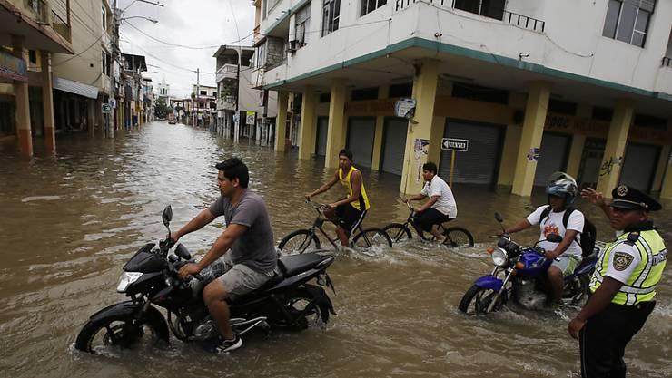 Überschwemmte Strassen in der ecuadorianischen Stadt Milagro. (Archiv)