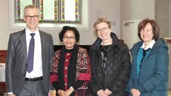 Mery Kolimon (2. von links) mit Kirchenratspräsident Christoph Weber-Berg, Theres Meierhofer-Lauffer und Verena Enzler, Synodalratspräsidentin Reformierte Kirche Kanton Solothurn (von links).