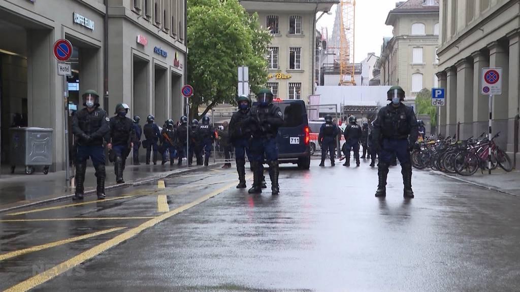 Berner Innenstadt abgeriegelt: Polizei erstickt Corona-Demo im Keim