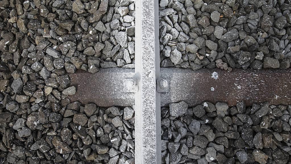 Ein Autofahrer hat in Werthenstein das Bahntrasse mit der Strasse verwechselt. (Symbolbild)