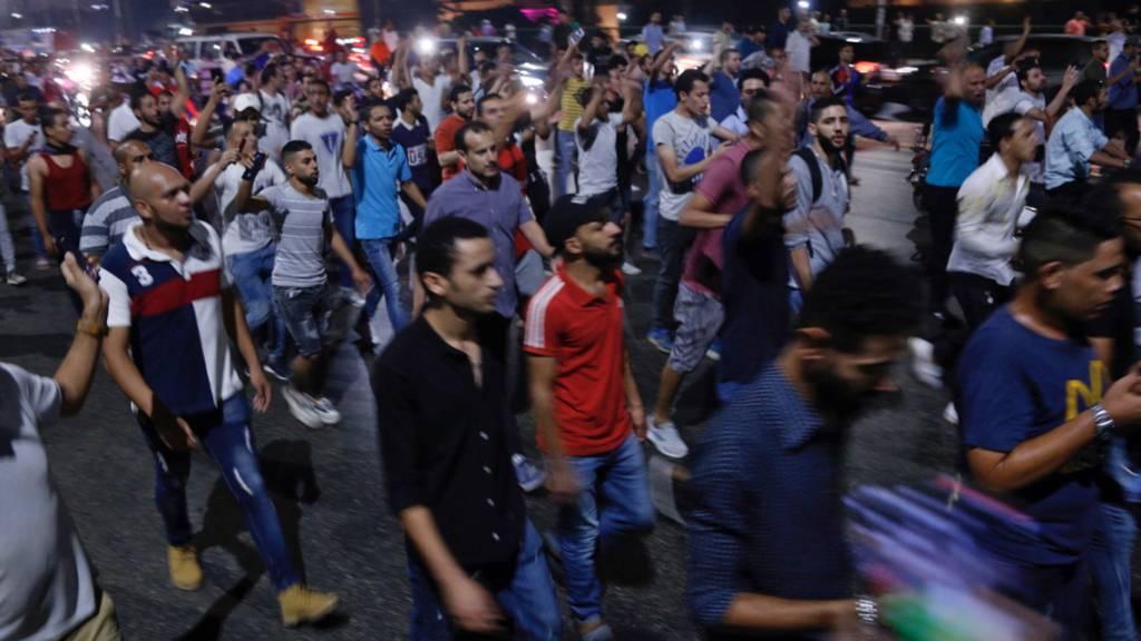 Zur falschen Zeit am falschen Ort:  Laut der Menschenrechtsorganisation Human Rights Watch (HRW) waren bei den Protesten gegen Präsident al-Sisi vergangene Woche fast 2000 Menschen festgenommen worden. (Bild: Kairo, 21. September)