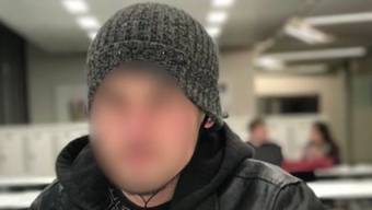 A. X. aus Windisch hat zugegeben, letzten Donnerstag sein Zimmer im Gasthof in Möriken angezündet zu haben. Dem 20-Jährigen droht eine längere U-Haft.