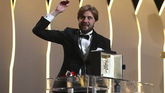 """Die schwedische Satire """"The Square"""" ist beim 70. Filmfestival in Cannes mit der Goldenen Palme ausgezeichnet worden. Regisseur Ruben Östlund zeigte sich bei der Preisverleihung am Sonntagabend überrascht von der Auszeichnung mit dem Hauptpreis."""