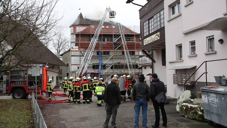 Im Einsatz sind die Feuerwehr Seon-Egliswil sowie die Region-Feuerwehr Lenzburg