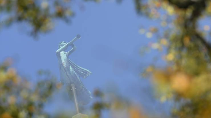 Der Engel auf der Kirche Beinwil am See in  48 m Höhe.