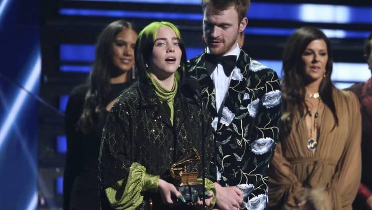 Die Popsängerin Billie Eilish hat in der Nacht auf Montag gemeinsam mit ihrem Bruder Finneas O'Connell den Grammy für den besten Song des Jahres gewonnen.