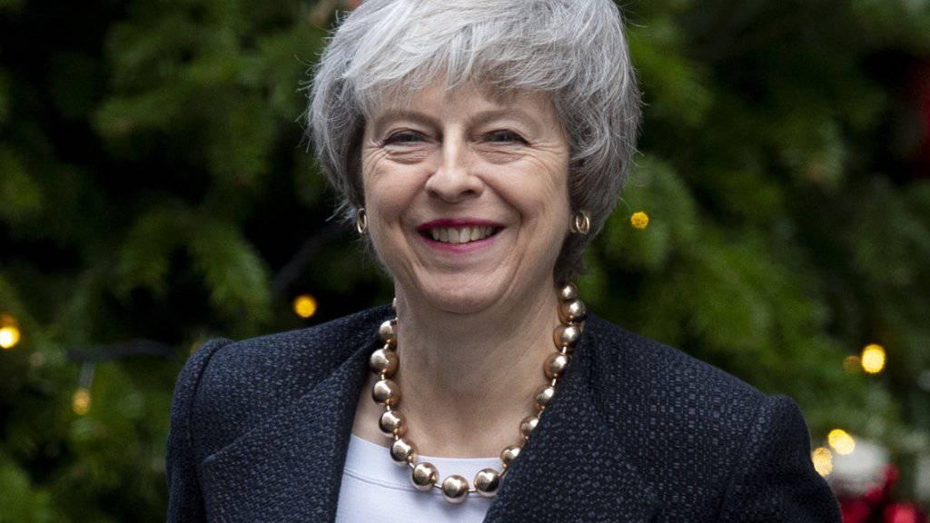 Die britische Premierministerin Theresa May ist unter Druck: Noch ist nicht klar, ob der Brexit geordnet erfolgt oder nicht. Schweizerische und britische Staatsangehörige im jeweils anderen Land sollen ihre Rechte aber behalten. (Archiv)