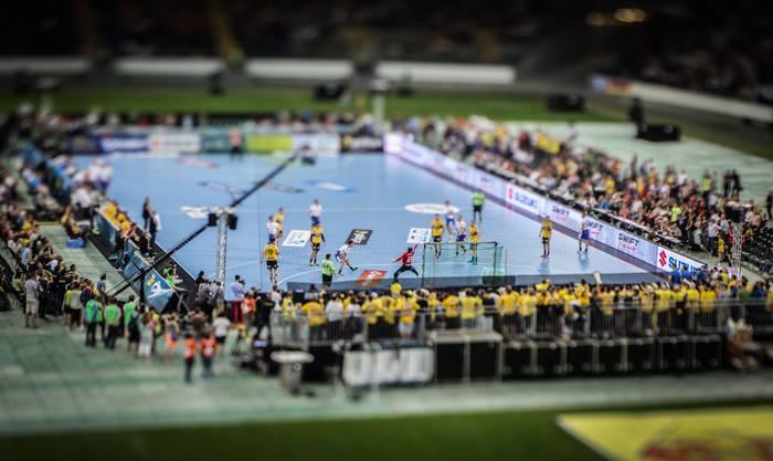 Das Handballspiel mit der Miniature-Linse.