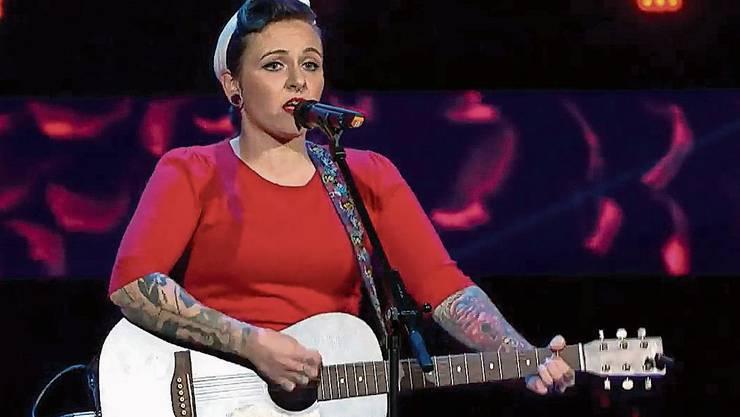 Nur sie und ihre Gitarre: Mary Vogel aus Dürrenäsch.