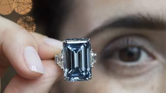 """Das teuerste jemals versteigerte Juwel: Der sogenannte """"Oppenheimer Blue"""" erzielte 57,5 Millionen Dollar. (Archivbild)"""