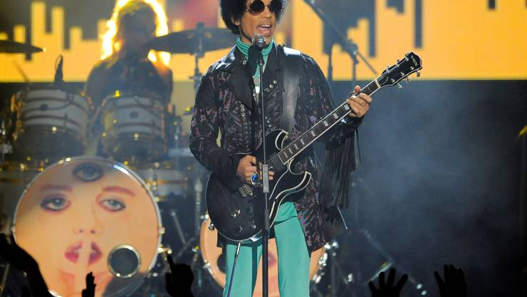 Prince wurde am Donnerstag, 21. April 2016, leblos in einem Lift seines Paisley-Park-Studios nahe Minneapolis aufgefunden. – Im Bild: Bei einem Konzert in Las Vegas im Mai 2013.