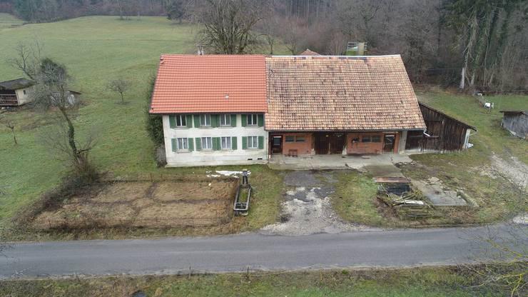 Die Liegenschaft soll nun gemäss Baugesuch saniert werden. Der Schweinestall rechts vom Gebäude wird abgerissen.
